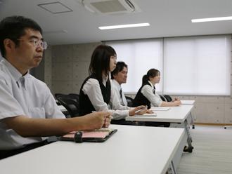 検索クエリ研修を受けるITS事業部