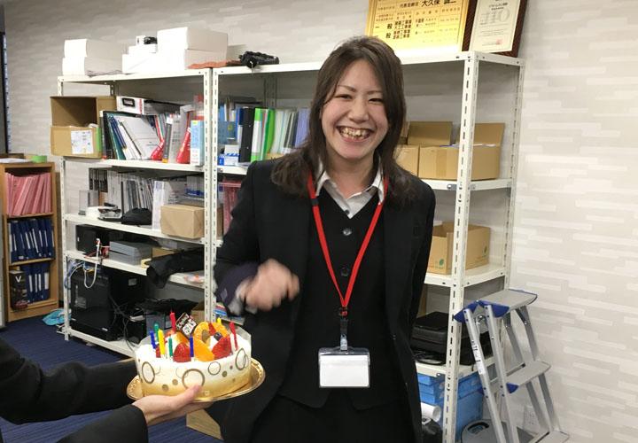 シャアテックITS事業部の堀川さん 誕生日祝い