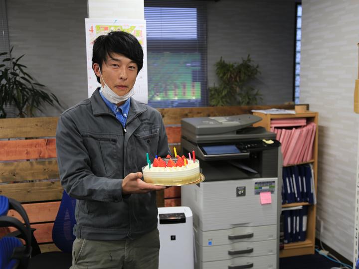 ケーキを手に何故かドヤ顔の神子さん