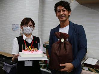 プレゼントと誕生日ケーキ