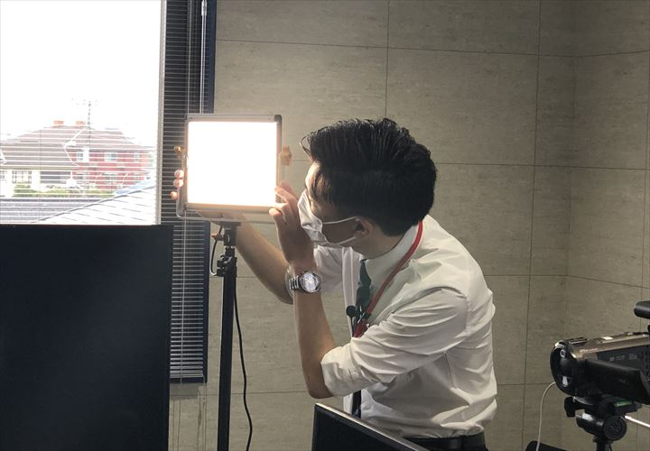 照明のライトを調整します