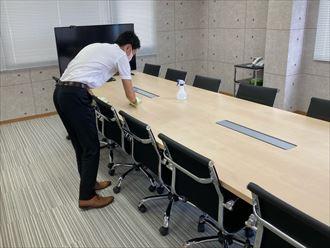 会議室机の清掃